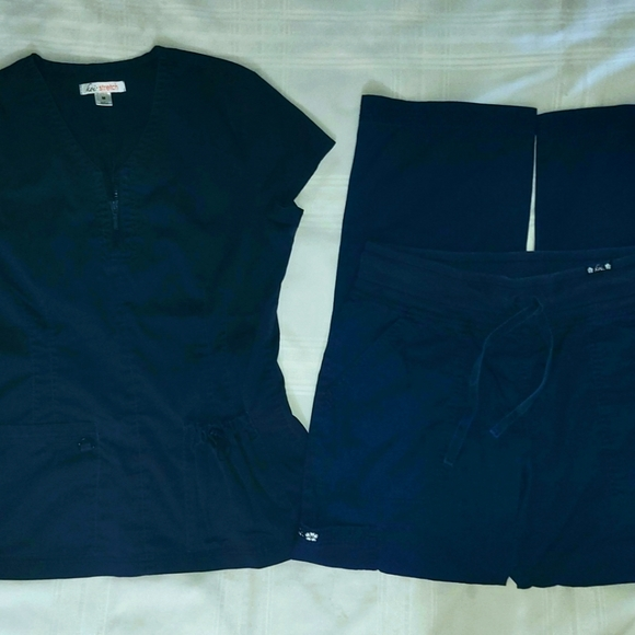 Koi Scrub Set in Navy Blue size Medium